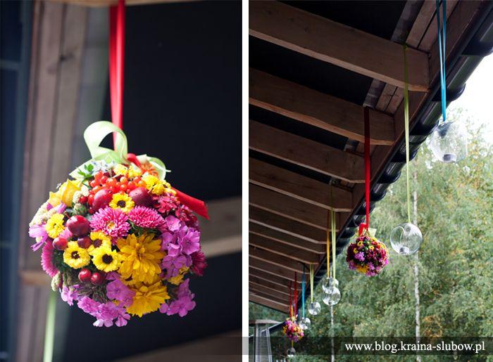 wild flowers pomander at polish folk wedding / dekoracja tarasu - kule z polnych kwiatów na folkowym weselu / wedding planner: Kraina Ślubów, Poland
