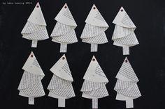 Falten, Weihnachtsbäume aus Papier, alte Buchseiten, Origami, Basteln mit Kindern, Lochnieten, Step by Step Tutorial, Christbaumanhänger, Weihnachtskarten