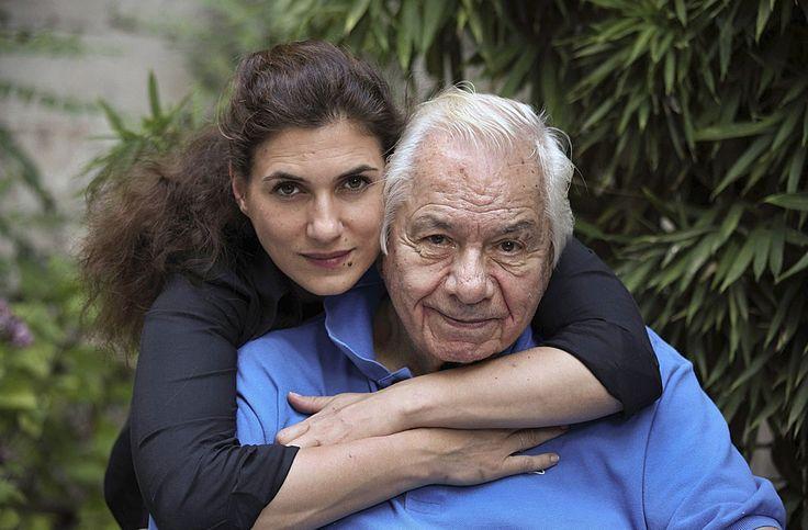 """Adieu Galabru. L'acteur Michel Galabru est mort aujourd'hui 4 janvier 2016 à l'âge de 93 ans . En 1950 il Galabru monte à Paris afin d'y préparer le conservatoire national d'art dramatique. Après 3 ans d'études couronné par un premier prix du conservatoire il est engagé à la comédie Française. Il y reste jusqu en 1957. #Galabru va tourner dans plus de 250 films et téléfilms. C est """"Le gendarme de Saint-Tropez """" qui va en faire une star. Mais la consécration il va la connaitre avec son rôle…"""