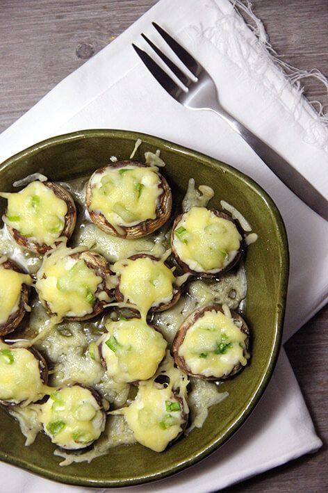 Deze champignons met boursin zijn echt een overheerlijk borrelhapje uit de airfryer. Ideaal voor een feestje, maar ook net zo lekker op een gewone avond.