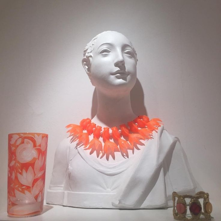 A fun & bright start to the week - ARTEL's Verdure Highball in Orange ... along with a VERY fun goldfish necklace both available at our Platnerska 7 store.