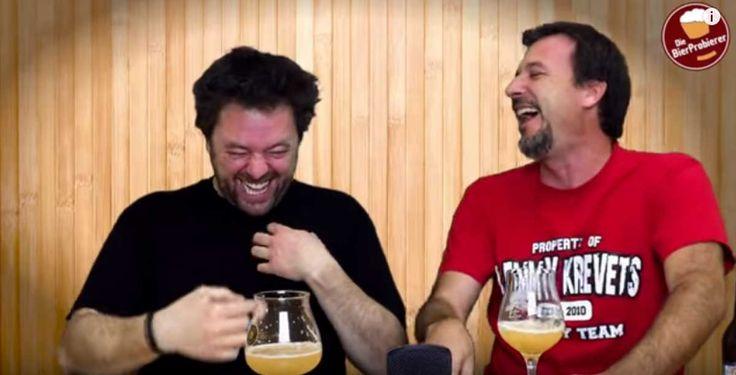 Estos dos tipos hicieron un video donde supuestamente prueban una nueva cerveza que contiene helio, un tipo de gas que agudiza la voz de las personas. Cada vez que se tomaban un trago se miraban y rompían en carcajadas apenas decían un par de palabras.