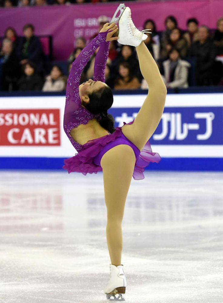 女子SP ビールマンスピンをする浅田 (800×1087) http://www.nikkansports.com/sports/figure/asada-mao/photo/article/1578480.html