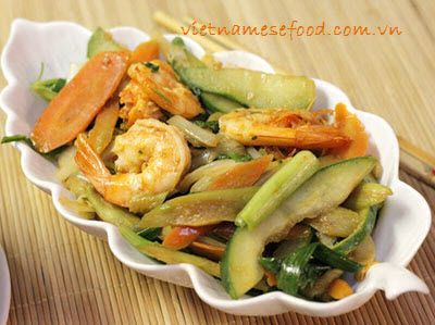 Stir-fried Silver Shrimps with Vegetables Recipe (Tôm Xào Rau Củ) from http://www.vietnamesefood.com.vn/vietnamese-recipes/vietnamese-dish-recipes/stir-fried-silver-shrimps-with-vegetables-recipe-tom-xao-rau-cu.html