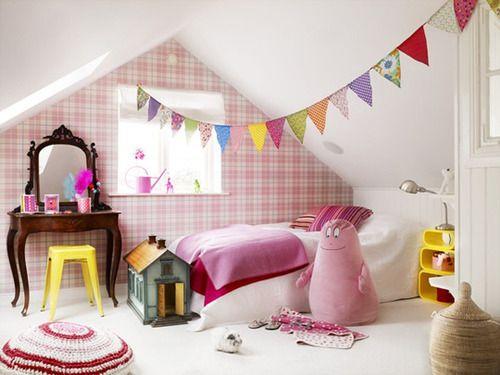 Petitevanou - girls bedroom with pink tartan wall