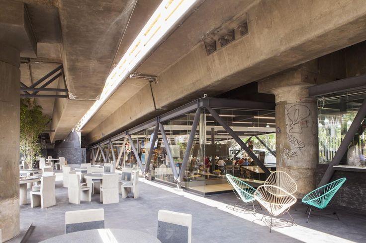 Colorful wire chairs. YUMI YUMI-SUSHI BAR by Taller David Dana Arquitectura
