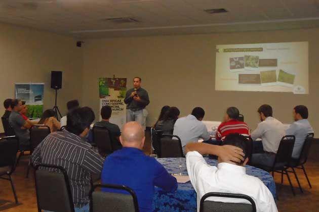 Treinamento promovido em Uberlândia apresentou informações sobre manejo da resistência de plantas daninhas e o herbicida 2,4-D | Ademir Morata/MLA