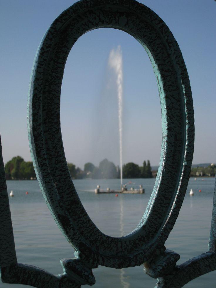 Jet d'eau sur le lac.