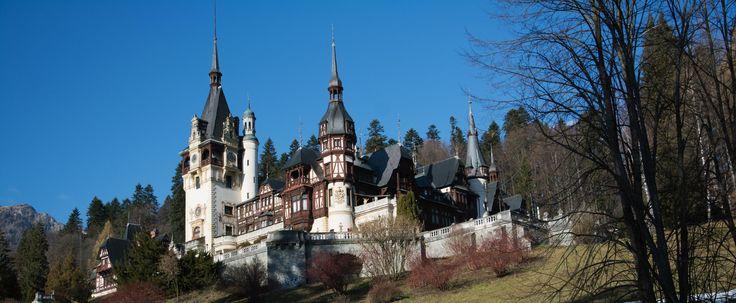 Chiar dacă a suferit transformări în ultima jumătate de secol, Sinaia încă mai păstrează imprimate adânc urmele lăsate de Casa Regală a României.