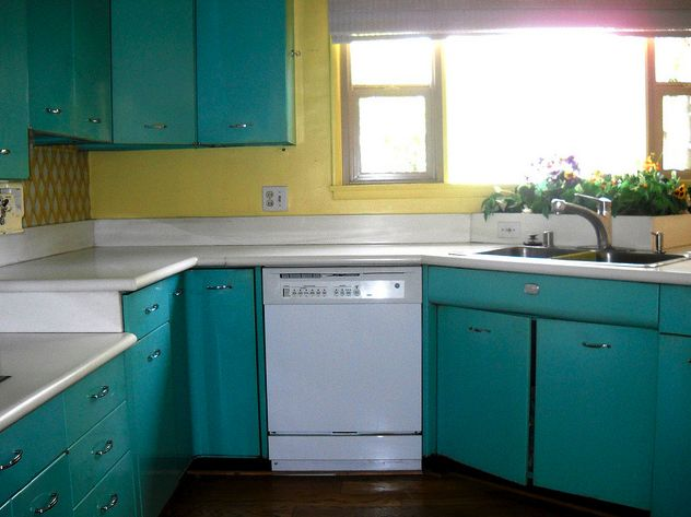 36 best images about vintage kitchen cabinets on pinterest for Vintage modern kitchen ideas