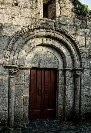 Portada románica de la iglesia de San Xulián. Bardaos. Lugo.