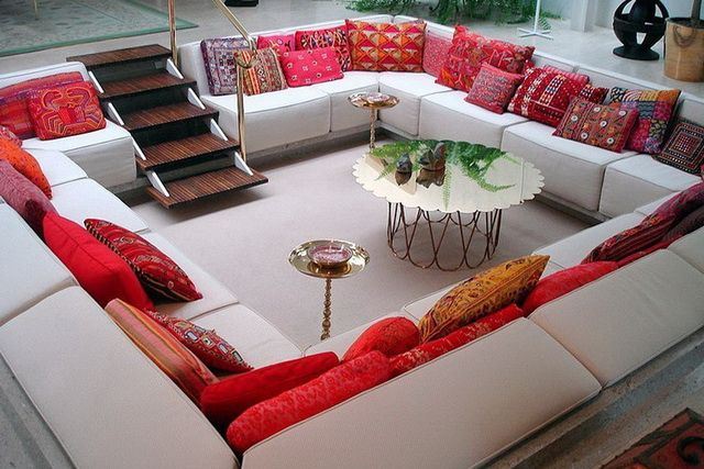 This is cushion heaven! How amazing is this setup?