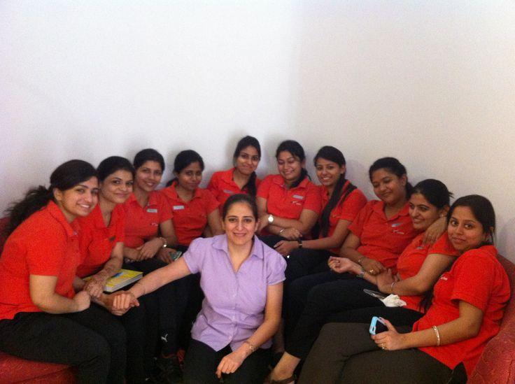 AktivOrtho's metabolic balance® coach & sr. nutritionist, Ms. Taranjeet Kaur with physiotherapists