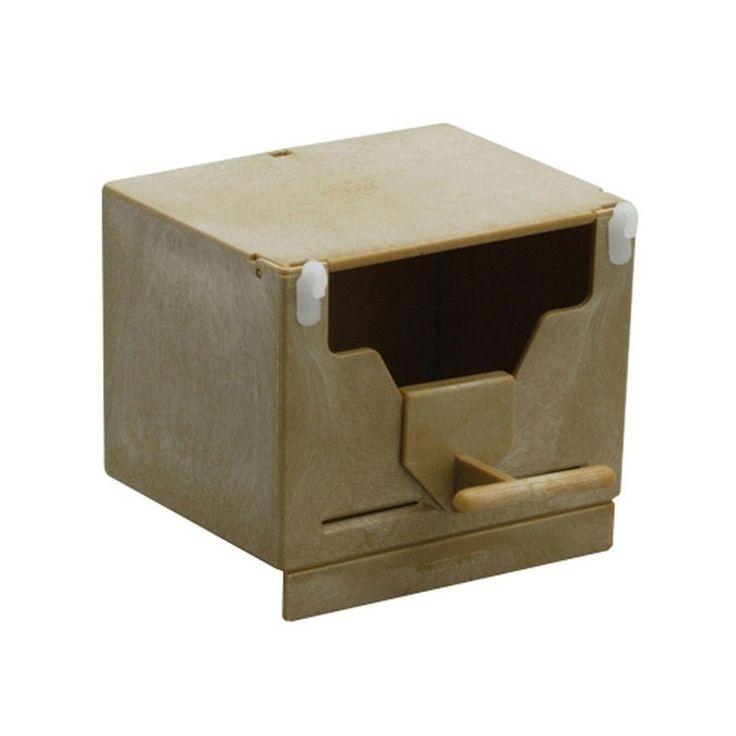 NIDO ESOTICI IN PLASTICA A 63   Nido a cassetta, in plastica, per l'allevamento di uccelli esotici come diamanti mandarino, passeri del giappone, ecc. Può essere agganciato alle sbarre della gabbia e posizionato sia internamente che esternamente. Il tetto funge da apertura per consenti  3,00 €  https://www.pets-house.it/nidi/1397-nido-esotici-in-plastica-a-63-8023222017504.html