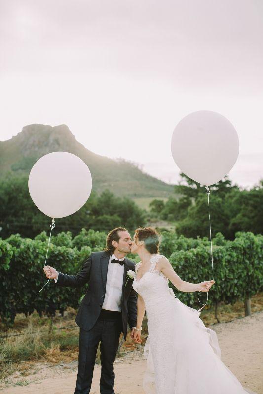 #balloon #couple #winelandsweddingshot