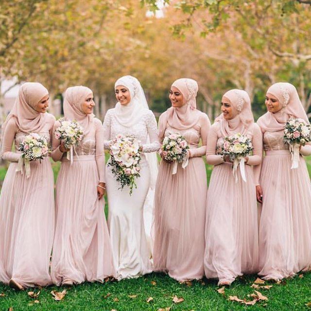 ✨mashallah mabrouk to this lovely bride! Hijab styling by the amazing @hijabsbyrasha | photography @jadeberberphotography | makeup @milanijoymakeup | dress @norma_and_lili_bridalcouture #muslimfashion #modestfashion #muslimbride #modestbride #bridesmaids