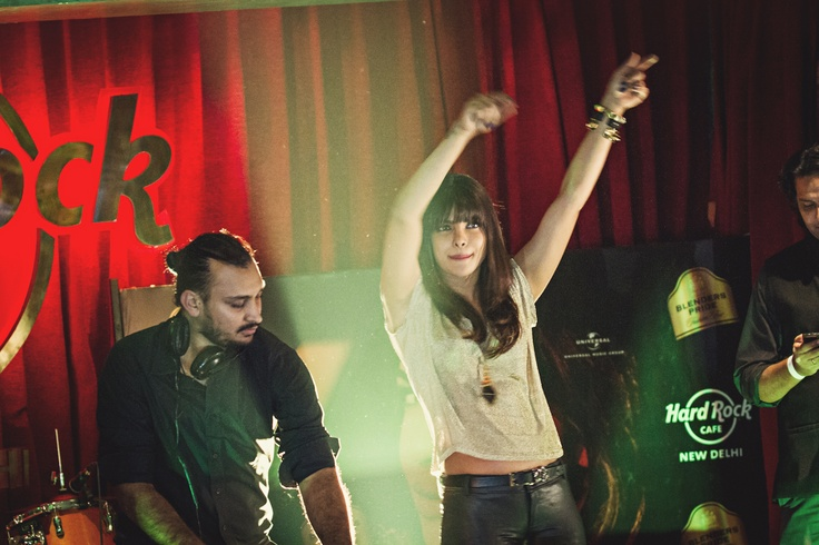 Priyanka Chopra swinging to Gangnam Style ;)  [Hard Rock Café New Delhi]