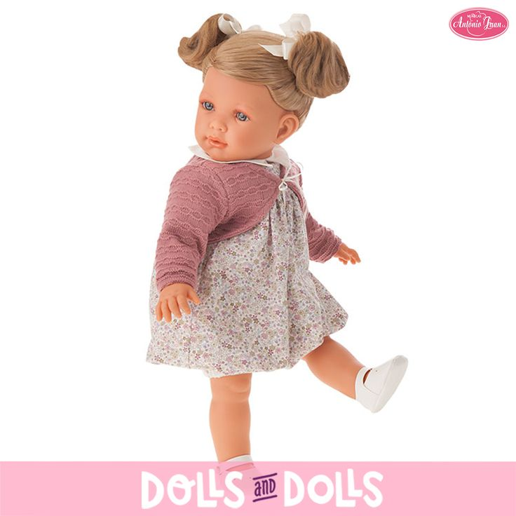 Lula ya está de vacaciones y junto con sus papás disfruta por las tardes jugando en el parque. Es muy coqueta, le encanta que le hagan peinados en su bonito y cuidado pelo y salir a jugar luciendo sus vestidos favoritos. Siempre lleva con ella una chaqueta para poder seguir disfrutando y divirtiéndose en caso de que empiece a refrescar. Sus expresiones son casi reales por lo que no pasan desapercibida para nadie. #Dolls #Doll #Bonecas #Poupées #Bambole