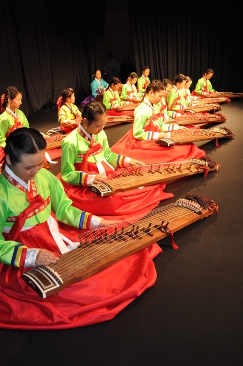 L〰Gayageum performers   Korea