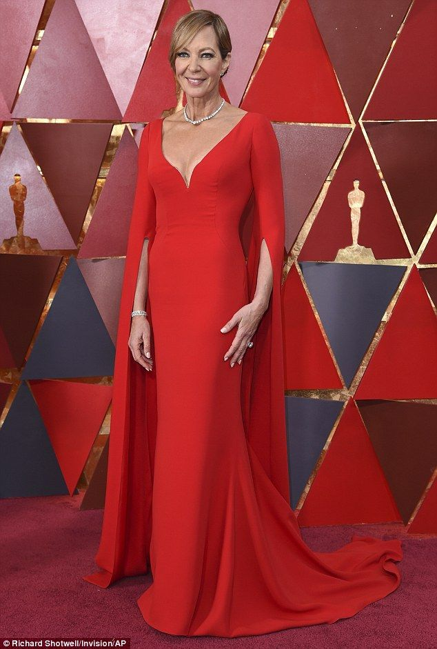 Meryl Streep S Oscars Looks Just Like The Fairy Godmother In Shrek 2 Dresses Red Dress Christian Dior Gowns