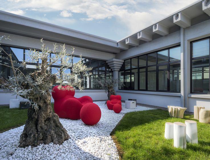 Esterno giardino, la domotica By-me di #Vimar trasforma l'ex sede di un'azienda tessile in un edificio 4.0. Scopri di più → https://www.vimar.com/it/it/software-house-bassano-del-grappa-13031172.html