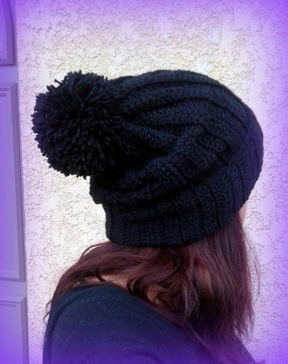 Bonnet noir Pompon tricoté main au crochet Fait main made in France Unique : Chapeau, bonnet par c-comme-celine
