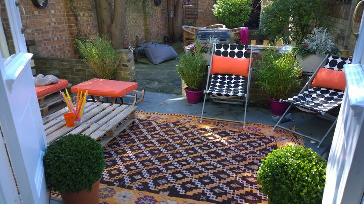 cosy outdoor lounge area made with pallets