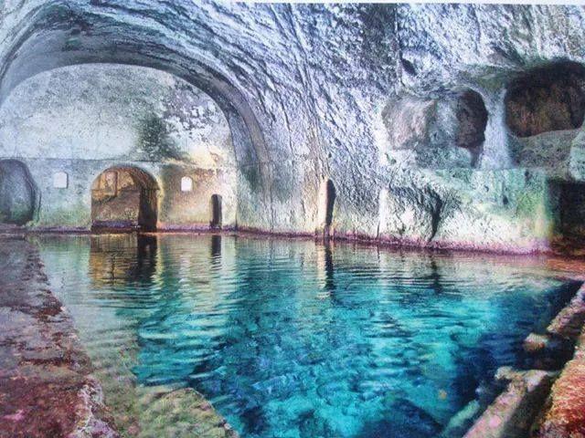 Le Grotte di Pilato, Ponza, Italy