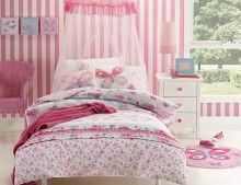The Katie quilt cover set is a great compliment to any little girl's bedroom. The set features a pretty butterfly pattern in light and dark pink, shades of blue and white.