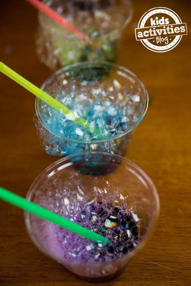 How to make your own bubble art - this is so much fun for kids! Great kids activity for your Easter party.