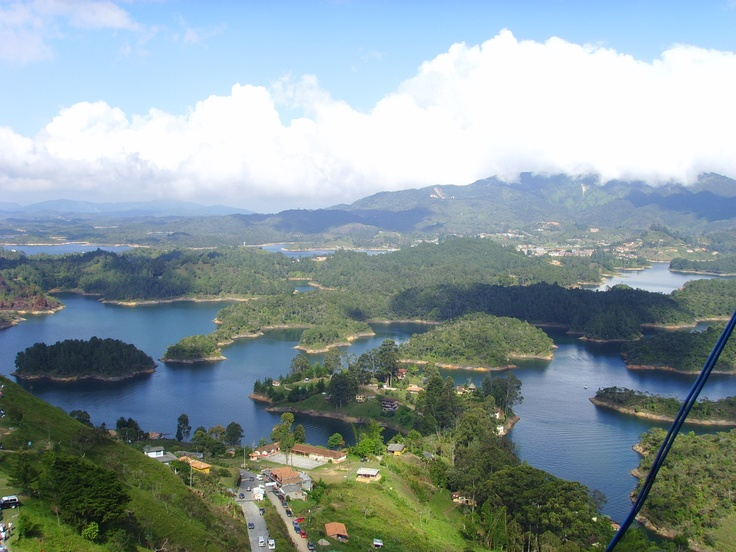 Vista de la represa de El Peñol (Antioquia)