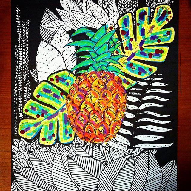 The pineapple is a tropical fruit // la piña es una fruta tropical #pineapple #piña #tropico #tropical #colors #blackandwhite #flora #sharpie #liquitex #laart #laartist #bogotart #ilustracion #illustration #fruit #fruta #katzferoz #dolcegabbana #inspiration @dolcegabbana