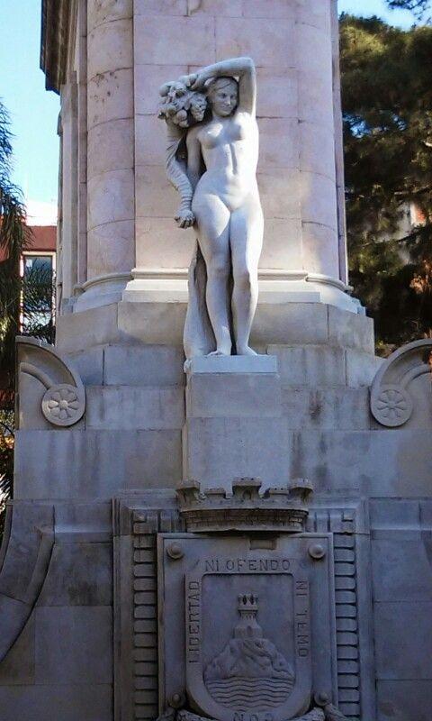 "Simbolo da liberdade na Plaza Zabala. ""Con Libertat no Ofendo ni Temo"""