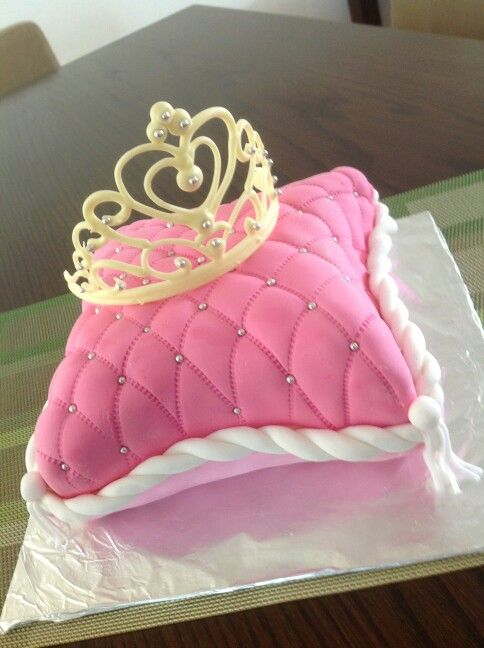 Raspberry fondant cake with white chocolate crown
