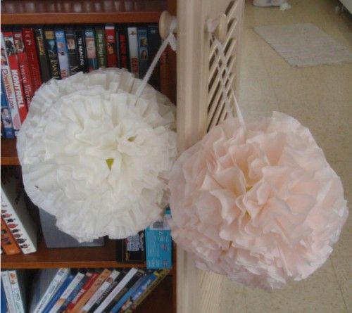 Wooow! these are really cute and easy! :)Diy Wedding Decorations, Wiffle Ball, Coffe Filters Flower, Coffee Filter Flowers, Pom Pom, Decor Diy, Paper Crafts, Coffee Filters, Offbeat Brides