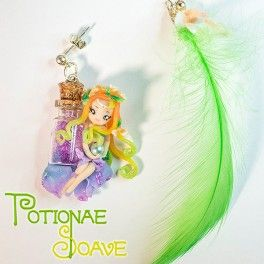 Pendant earrings, the pair consists in a Potionae Soave fairy and a green synthetic feather.  100% hand-Made in Italy!  Find it on www.Delicute.com