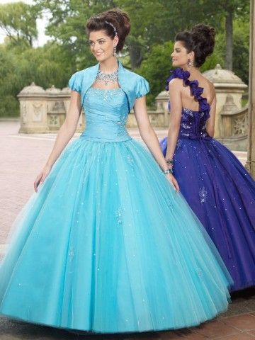 my ideal style of dress! looking for one like this for prom