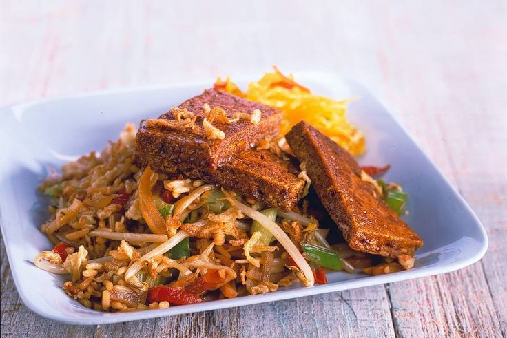 Ketjaprijst uit de wok met gebakken tofu - Recept - Allerhande