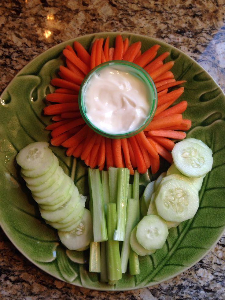 Gurke und Möhren für Kinder dekoriert Daisy meeting healthy snack.