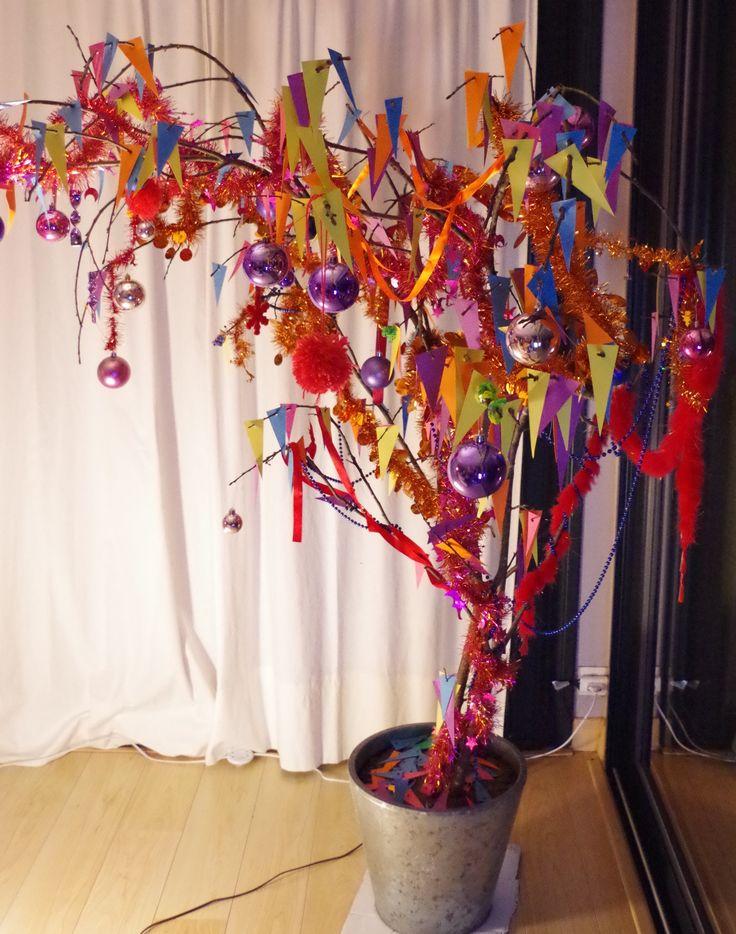 https://www.facebook.com/affiche.alexiableu/ arbre de noël original, sapin de Noël très coloré qui change, branche de noël décorée