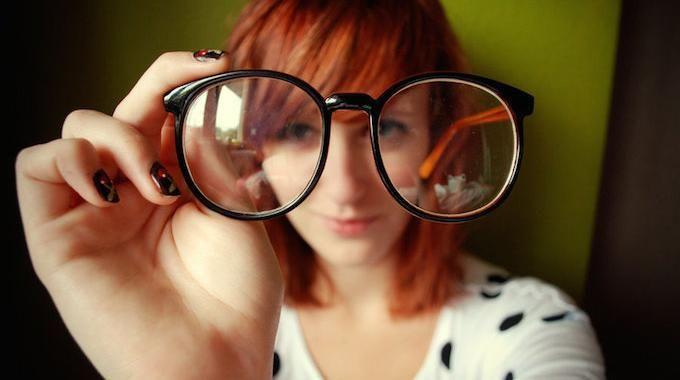 Vos verres de lunettes sont toujours sales, quoi que vous fassiez ? Voici un truc aussi efficace pour les lunettes de vue que pour les lunettes de…