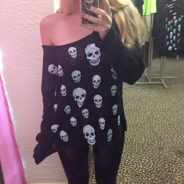 Loving this skull sweater!!! Wonder where to find this, or if it was DIY-ed.