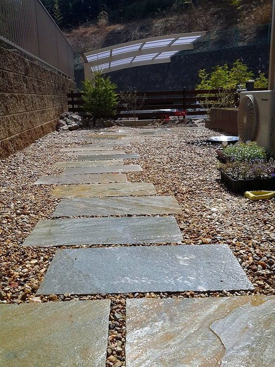 天然石と化粧砂利で造る導線 庭作りのアイデア エクステリア 庭