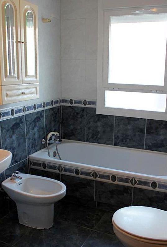 #Inmobiliaria #Albasur #Getafe #Alquiler #Casa #Estudiantes #Erasmus #UC3M#Cuarto de baño planta baja