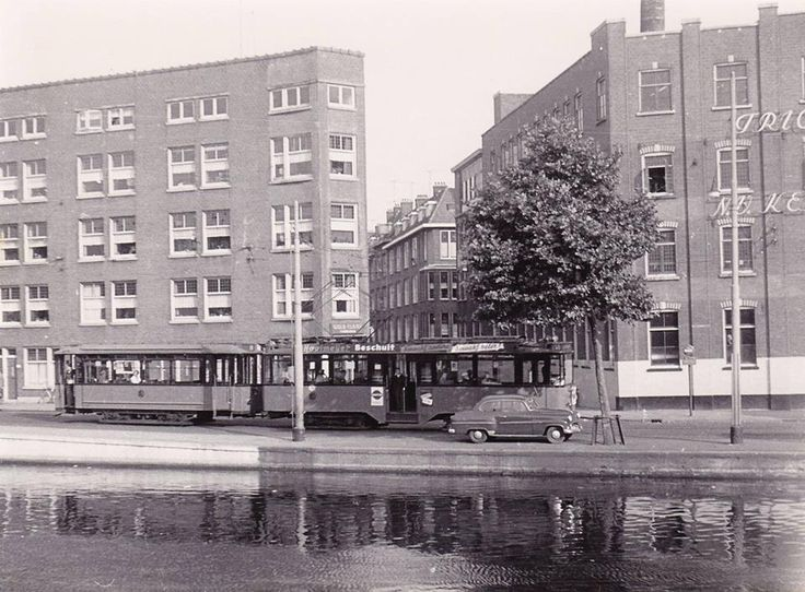 Rotterdam - Rotte, met de linker Rottekade en de Rubroekstraat, en rechts de fabriek van Tricotage en breifabriek, NV van Kerkhoven. 1957