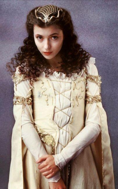 Legend : Mia Sara as Princess Lili.