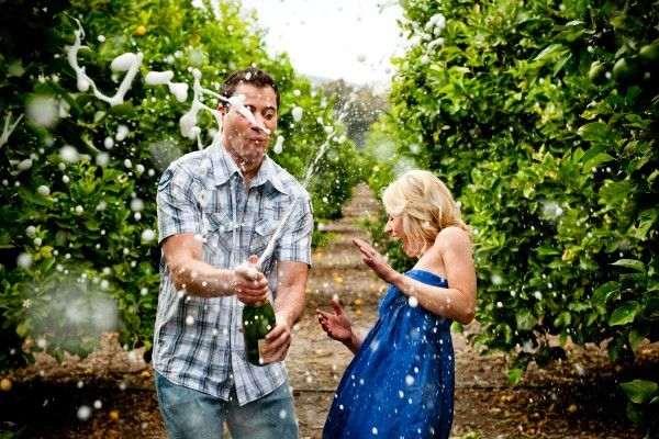 fun engagement shoot ideas from #truephotographyweddings. lesdoit!