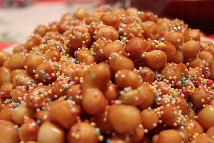 \u003cp\u003eLes struffoli sont les gâteaux napolitains de Noël. Mangés dans toute la  Campanie depuis des siècles, les struffoli ont été importés par les Gre\u2026