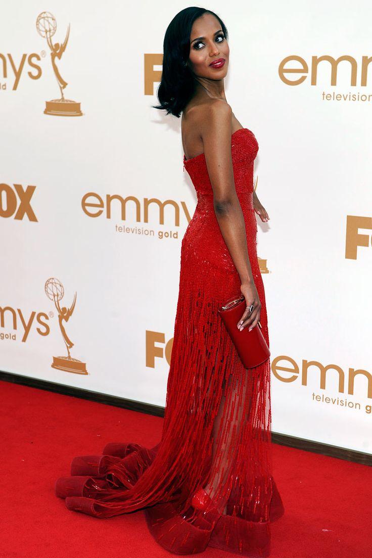 Kerry Washington: La mujer de rojo  Kerry Washington brillando en el photocall de los premios Emmy con un espectacular vestido rojo.