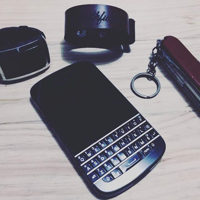 #inst10 #ReGram @awahyoe: #bracellet #leatherandwood #blackberry #Q10 #swissknife?